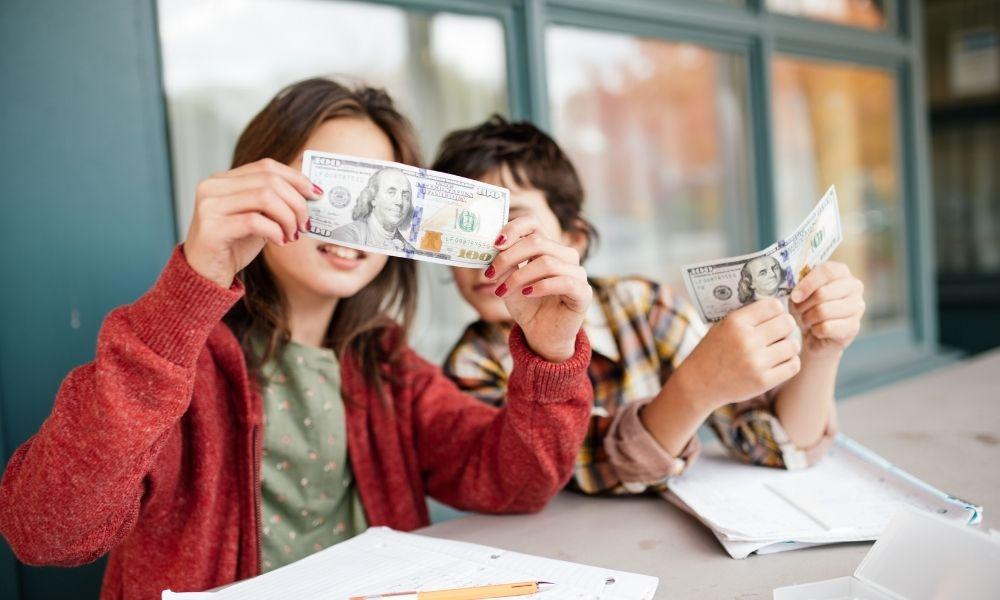 Read more about the article ללמד ילדים על כסף בבית הספר היסודי ומוקדם יותר